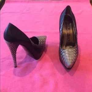 Pointed toe pumps leather